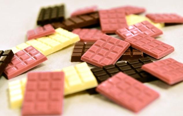 قیمت شکلات تخته ای میوه ای